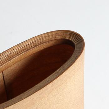 天然素材ならではの温かみが魅力的なホルダーは、細部まで丁寧に作られており、思わず触りたくなるようななめらかな表面や美しい佇まいが魅力で、インテリアのアクセントにもなります。