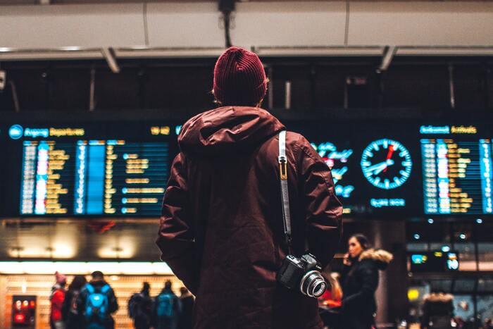 ノルウェーの首都オスロの中央駅と東京・原宿を舞台にストーリーは展開。自殺、家族崩壊、若者のメンタルヘルスについてなど、ノルウェーの社会問題を取り上げ、見終わった後はなんだか色々と考えさせられる内容です。