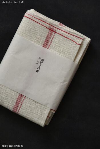 東屋のキッチンリネン「麻布十四番」。素材は14番手の糸を使用した麻100%なので、使い始めはパリッとした手触りです。