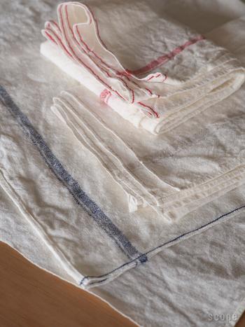 麻布十四番は古くから使われている「シャトル織機」で織られています。手織りと同じ方法で織られているのでナチュラルな風合い。