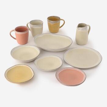 「Maria Portugal Terracota」の食器はどれもゆったりとしたおおらかな形が魅力です。 お皿とカップ、お揃いで使うのも良いですね。