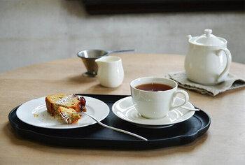 毎日使うならシンプルがいちばん。真っ白がまぶしいティーセットは、強度もしっかりしているので、安心して使うことができます。カップはすっきりと薄いつくりになっていて、口当たりよく紅茶を楽しむことができます。