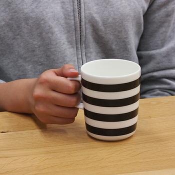 シンプルでモダンな存在感のカップ。インテリアの色味や使うシーンによって雰囲気が変わります。 男性にも女性にもおすすめ。