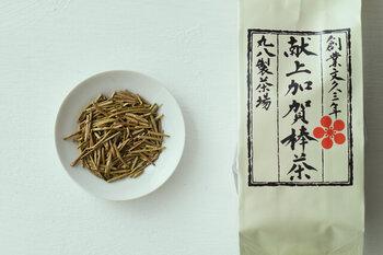 一番摘みの柔らかい葉で作られたほうじ茶です。一般的にはあまりほうじ茶に使われないような、良質な原料で作られています。品格がありつつも素朴な味わいは、ティータイムだけでなく普段の食事に合わせても。
