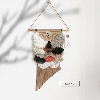 こどもの日に飾りたい、鯉のぼりのタペストリー。さりげなく季節のイベントを取り入れられ、飾り付けにワクワクしそう*