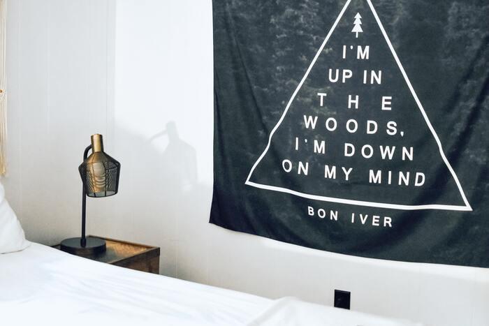 壁紙を素敵に飾る「タペストリーインテリア」でおしゃれな空間づくり