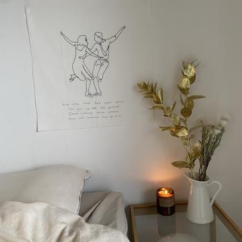 シンプルなデザインのものは寝室とも相性が良いです♪観葉植物やフォトフレームなど、小物と合わせてコーディネートしても良いですね。