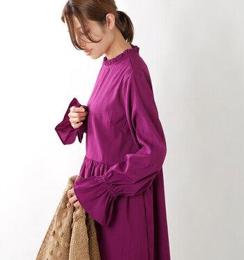 妖艶なカラーの紫は、神秘的でミステリアスな危うさが素敵です。