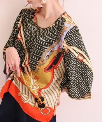 スカーフ柄は、文字通り、スカーフをモチーフにした柄で存在感のあるディテールが特徴です。レトロ感やヴィンテージ感のあるモチーフが多く使われています。