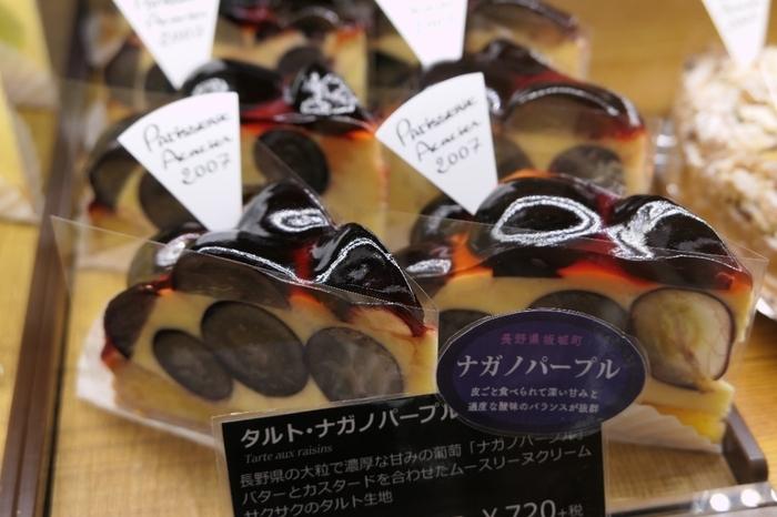 シェフパティシエ自ら、日本各地の生産地へと足を運び選び抜いた素材で作られるお菓子たちは、まさに芸術品!  断面の美しさにも、そのこだわりが見て取れます。