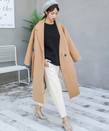 オーバーサイズコートは、ヒールできちっと感プラスすれば、大人の女性にもしっかりと対応してくれます。レディースだからこその着こなし方ができるのが魅力。