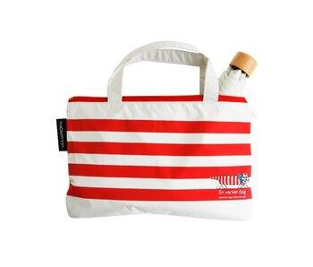 便利なポーチ付きで、雨の日の使用後もバッグの中もお洋服も濡れることなく安心です。