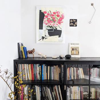 趣味の空間も華やかに彩ってくれます。タペストリーは何枚持っていても場所をとらず、季節ごとに張り替える楽しみも増えますよ◎
