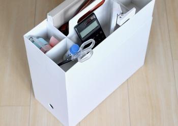 無印良品のファイルボックスは収納キャリーボックスと組み合わせて使うこともできます。  ファイルボックスに家計簿や勉強道具、キャリーボックスに文房具を入れてグルーピングしておくと使いやすくなりますね。