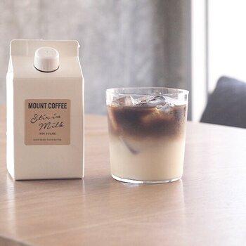 広島にあるMOUNT COFFEE(マウントコーヒー)の、濃縮タイプのコーヒーリキッドです。やや小ぶりの容器に見えるかもしれませんが、3倍量のミルクで割るのが目安でたっぷり楽しめます。無糖のため、気分によってシロップを入れて、甘みを調節できるのも良いですね。
