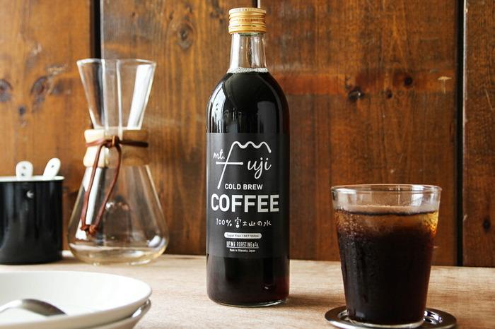 静岡のIFNi ROASTING&CO.(イフニ ロースティングアンドコー)が作るアイスコーヒーは、地元富士山からとれるミネラルウォーターを使って丁寧に水出しし、雑味のないクリアな味が自慢です。スタイリッシュなボトルがおしゃれで、上質な雰囲気を演出しています。