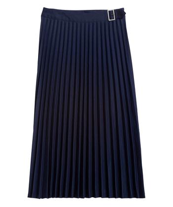 裾が揺れて女性らしさにプラスしてきっちり品よく見せてくれるプリーツスカート。今期は少し光沢があるタイプやしっかりした作りのプリーツスカート、柄物など種類も豊富。カラーもネイビーやオータム系のカラーなど幅広く展開されています。