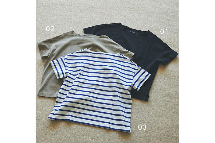 太番手天竺編みのボートネックワイドTシャツは、さらりと一枚で着てもコーデの主役になるアイテム。さらっとドライな肌触りで、盛夏でも快適に過ごせます。種類豊富なカラバリが魅力で、好みに合わせて選べる定番のボーダーと、ナチュラルで使いやすい無地とそれぞれ5色展開。