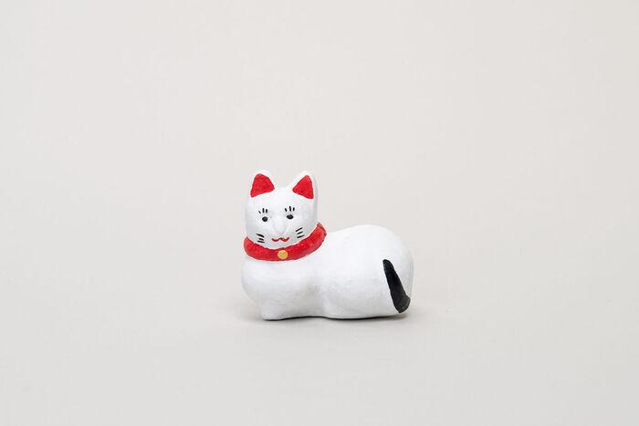 こちらは人気の高い猫をモチーフとしており、すっきりとした白地に素朴な表情がなんとも言えず愛らしく、ネコ好きの方へのプレゼントにも喜ばれそう。