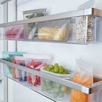使わない時は重ねて収納も可能。サンドイッチを入れてお弁当箱に、メイク道具を入れてポーチになど、さまざまなシーンで活用できる便利アイテムです。