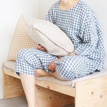 部屋着とパジャマを分けていない人も多いですが、分けた方が◎。パジャマに着替えるという行為で、脳が寝るモードに切り替わります。