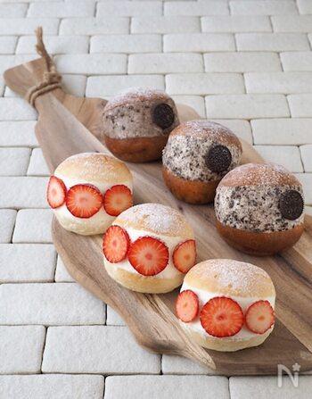 苺のマリトッツォは、マスカルポーネチーズ入りのクリーム。オレオのマリトッツォは、生クリームの中にオレオクッキーを砕いたものが入っています。こちらでは、パンは市販のものを使用しています。