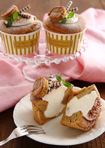 コーヒー風味のシフォンケーキを焼き、コンデンスミルクを加えたクリームをたっぷりと詰めます。深いコーヒー風味の生地にミルキーなクリームがよく合います。