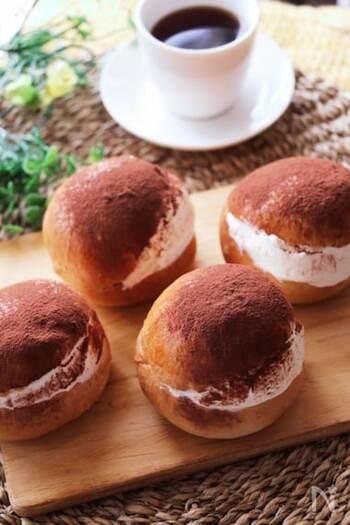 コーヒーの香りのブリオシュ生地に、ティラミスクリームがよく合います。大人の味わいのマリトッツォ。冷凍もできるようなので、多めに作って保存するのもおすすめです。