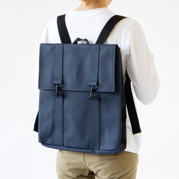高い撥水性で、バッグの中に大切なものが入っていても雨からしっかりと守ってくれるこのリュック。軽量でたくさん収納ができ、雨の日に関わらず毎日持てるデザインなので、通勤通学バッグにもおすすめ!