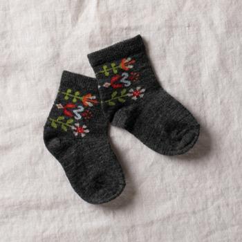 足を優しく保護してくれる快適なソックス。速乾性もあるので、汗をかきやすい足元も蒸れにくく安心です。