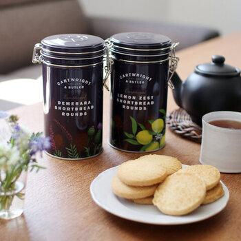 イギリスで1981年に創業し、紅茶やビスケットなどを販売している「CARTWRIGHT&BUTLER(カートライト&バトラー)」のショートブレッドです。伝統的な製法で丁寧に焼き上げたショートブレッドは、バターたっぷりでサクサクの味わい。