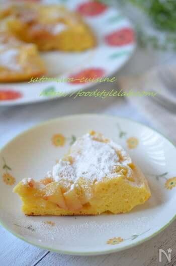 フライパンで簡単!リンゴのケーキです。リンゴの甘酸っぱい味わいが最高~♪生地にレモン汁を加えることで、リンゴの甘みが引き立つそう。子どものおやつにもピッタリです。ぜひお試しあれ。