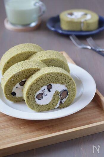 米粉を使ったふわふわ、もちもちのロールケーキ。むっちりとした黒豆がアクセントになっています。米粉はふるう必要がないので手軽に作れますよ。