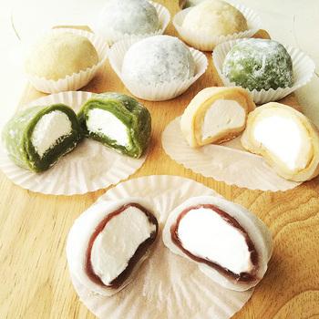生クリーム大福の作り方のポイントは、生クリームを冷凍すること。あんこで手早く包んであん玉を作り、求肥で包みます。求肥は、レンジで簡単に作れます。