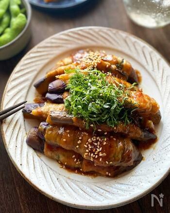 表面の照りが食欲をそそる、見た目からすでに美味しい肉巻きです。大葉の爽やかな香りと味噌味がマッチします♪合わせる日本酒は純米酒がおすすめ。