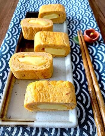 卵×チーズは間違いなく美味しい組み合わせ♪チーズは外に溶け出さないよう、ベビーチーズを使います。卵が半熟の状態で、チーズをしっかり包み込むのがポイント。