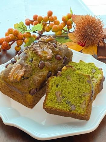 ふんわりしっとりの抹茶生地に、香ばしいくるみとなめらかなあずきがよく合います。ホットケーキミックスとオイルで作るので、粉をふるわず思い立ったらすぐできます。常温保存で翌日以降が食べごろです。
