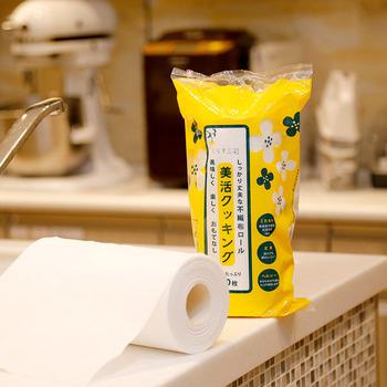 もとは業務用で、プロの料理人の方に高い評価をうけてきた美活シリーズの、和紙の風合いが素朴な不織布のクッキングペーパー。