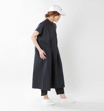 コットン100%の柔らかな着心地が魅力のペチパンツです。微妙にすぼまった裾で、カジュアルな雰囲気を持っています。黒と白の2色展開です。