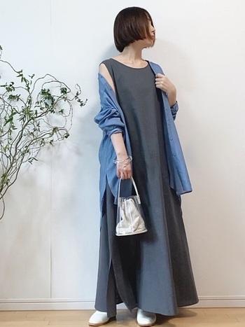 ちょっとしたお散歩やお買い物にもピッタリなミニバッグ。小ぶりで可愛いクリアバッグは、デイリースタイルにぜひ取り入れてみてください。
