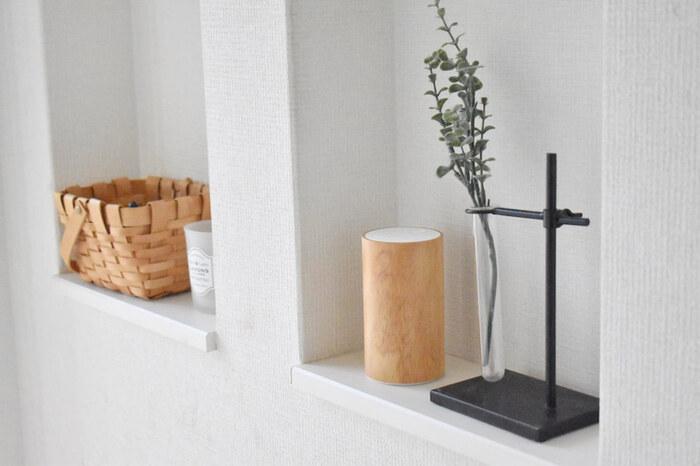 ハーブとアロマの専門店、生活の木のアロマディフューザーは、ぬくもり感と柔らかな印象を与えてくれる木製です。 充電式なので配線を気にせずすっきりと置けるところも◎ ナチュラルな玄関にぴったりですね。