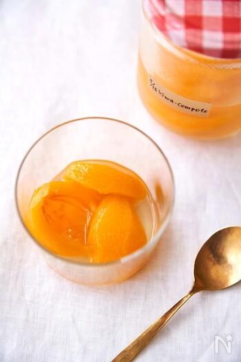 砂糖を使わず、ハチミツと白ワインで自然な甘みと風味のよいコンポートに。保存期間は3~4日と短めですが、ぺろりとすぐに食べきれてしまう美味しさです。冷蔵庫でしっかり冷やしてから召し上がれ♪