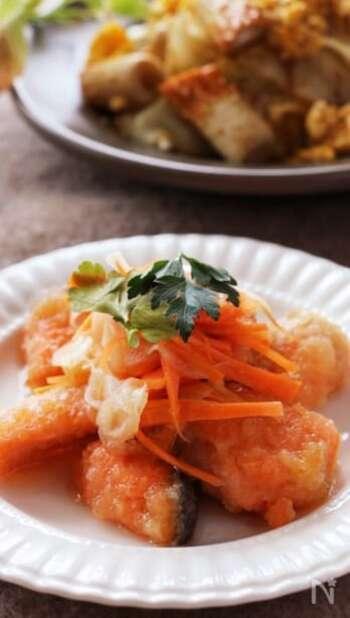 揚げ焼きした香ばしくておいしい鮭を甘酸っぱい南蛮たれに絡めて。鮭の旨味と酸味でご飯が進む味に。