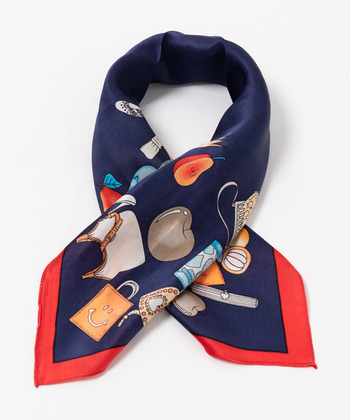 派手すぎるかも?という色や柄でも、「スカーフ」ならコーデのポイントとして活躍してくれます。一目惚れできるものを探して、ヴィンテージショップを巡るのも良いですね。