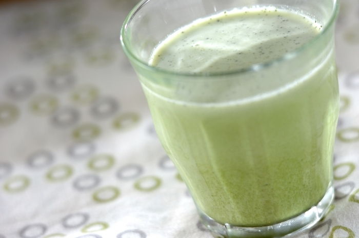材料をグラスに入れてよく混ぜるだけでできちゃう簡単レシピ。アイスでもホットでも美味しくいただけます。牛乳に生クリームを加えることでコクが出て濃厚な味わいに。
