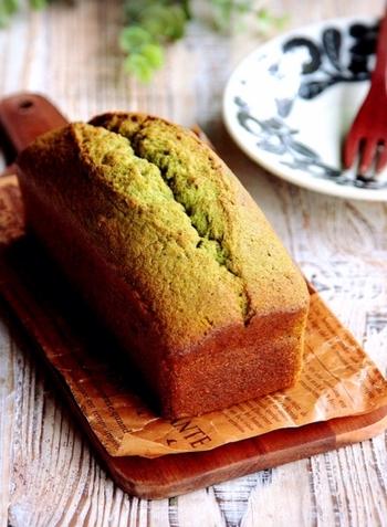 シンプルな材料に、ベーシックな配合で作るパウンドケーキ。バターの風味と抹茶の香りが食欲を刺激します。焼きたてはもちろん1~2日、冷蔵庫で寝かせると味わいが深まります。