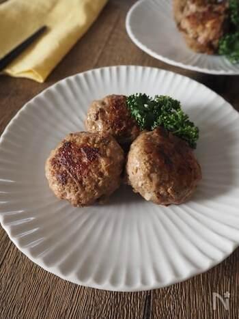 残ったきんぴらごぼうを刻んでつくねに加えるのもおすすめ。食感もよく、食物繊維などもプラスできます。おかずやおつまみのほか、お弁当にもいいですね。