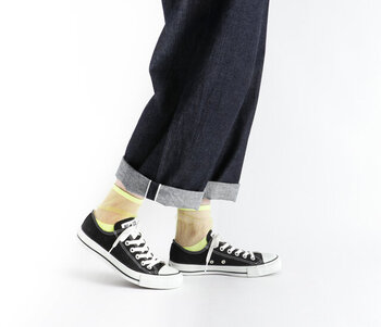 靴とボトムの間、靴下はさり気ないけど存在感があるパーツです。ちらりと覗く足首に個性がきらりと光ります。かわいらしいけど一癖ある主張が、大人らしいと思いませんか?