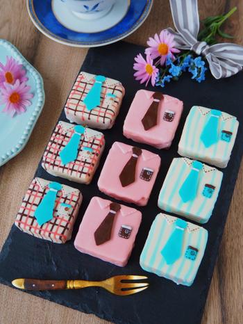 お菓子作りが得意な方は、ちょっと凝ったデコレーションケーキを作ってみてはいかがでしょうか。ネクタイパーツを作ったり、シャツやポケットの模様など細かい作業も多いですが、その分仕上がりが素敵で特別感があります。