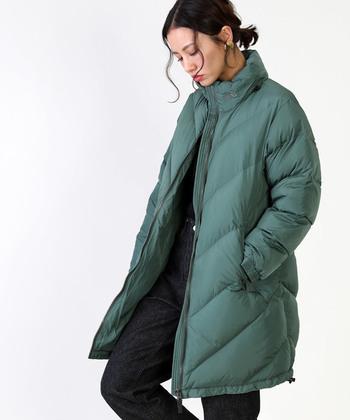 気温がグッと下がる冬には、軽めのダウンジャケットがオススメです。山頂は7度くらいになると言われていて、都心よりもぐんと寒くなりますよ!